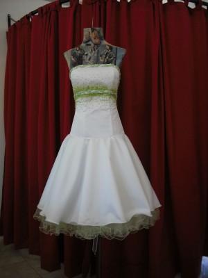 Vestido de 15 corto color blanco natural